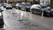 Wegen zien af door vrieskou en dooi: dit moet je doen bij schade door putten in de weg