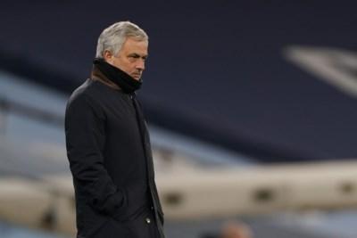 De stoel van José Mourinho begint steeds meer te wankelen na pandoering van Manchester City