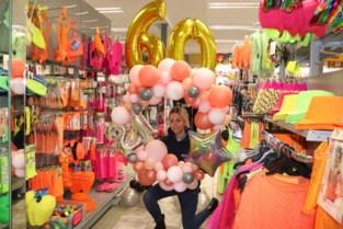 """Carnavalskleren blijven in de rekken hangen, maar ballonnen niet: """"Mensen willen nu vooral hun huis versieren"""""""