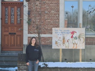 Schilderij aan voordeur wijst op creatieve bewoner