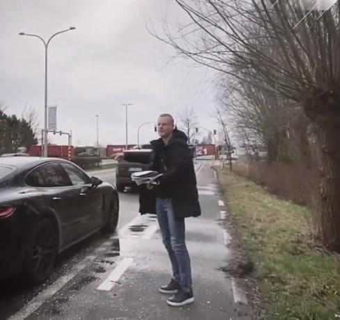 """Olivier Deschacht mag stofzuiger bovenhalen op zijn 40ste verjaardag na frats van ploegmakkers: """"Dat meent ge niet"""""""