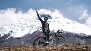 """Ex-Girowinnaar Richard Carapaz fietst hoger dan de top van de Mont Blanc: """"Voor renners van bij ons zou ik dat niet aanraden"""""""