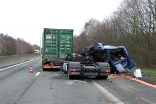 Vrachtwagenchauffeur komt om bij kettingbotsing op A12 in Hoevenen