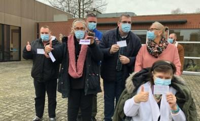 """Bewoners zijn tevreden met hun spuitje: """"Hopelijk kan ik na het tweede vaccin weer gaan zwemmen"""""""