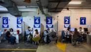 Voor sommigen in Israël lonkt de vrijheid, voor anderen dreigen sancties nu rijen aan vaccinatiecentra korter zijn