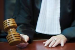 Man slaat veertien keer op gezicht caféuitbaatster, parket eist celstraf