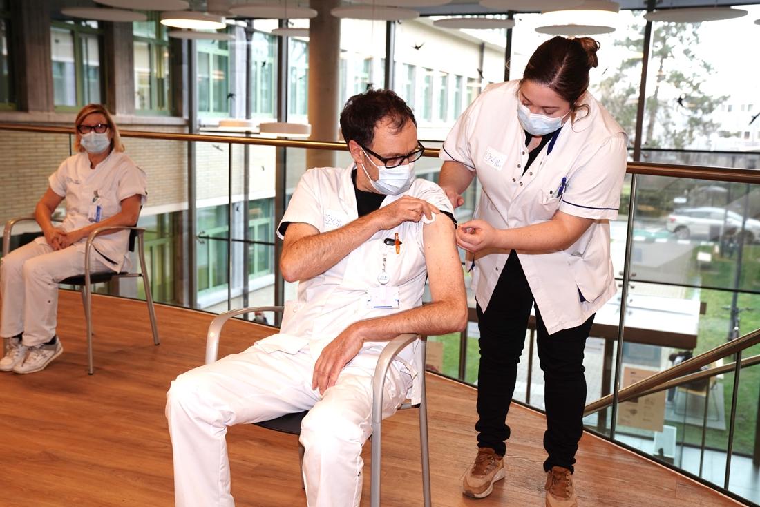"""Vaccinaties verplichten is het laatste redmiddel, maar """"het ... (Hasselt) - Het Nieuwsblad"""