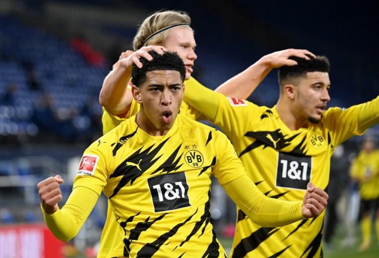 Borussia Dortmund duwt Schalke 04 nog wat dieper in de put in Revierderby, Erling Haaland schittert met wereldgoal