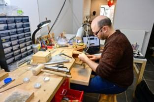 Edelsmid Tarik Menbhi presenteert eigen collectie in Het Zilveratelier