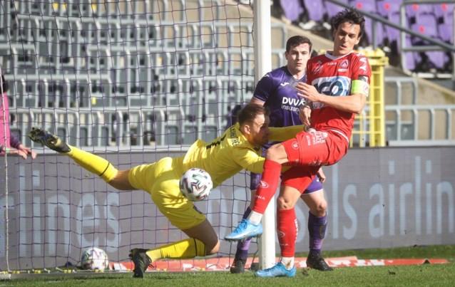 Ontluisterend slap Anderlecht lijdt tegen Kortrijk eerste thuisnederlaag in dertien maanden