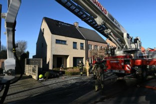 Huis onbewoonbaar na zolderbrand