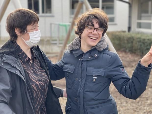 """Victor (18) wordt straks al gevaccineerd, groot deel van zijn medeleerlingen nog niet: """"Maar ze kunnen de coronamaatregelen onvoldoende volgen"""""""