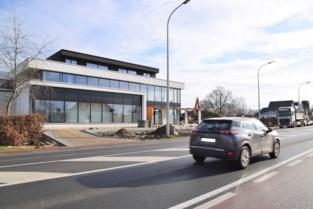 Nieuwe belevingswinkels op komst langs N9: Vlatex heeft al openingsdatum in gedachten, Aveve nog niet