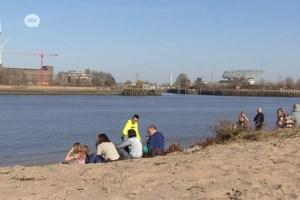 Strand van Sint-Anneke lokt heel wat zonnekloppers