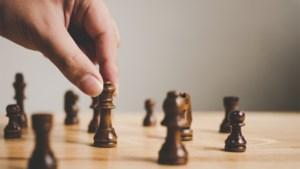 YouTube blokkeert video's van populaire schaker door gebruik van woorden 'zwart' en 'wit'