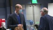 """Prins William bezoekt zieke prins Philip in ziekenhuis, maar stelt gerust: """"Hij is oké"""""""