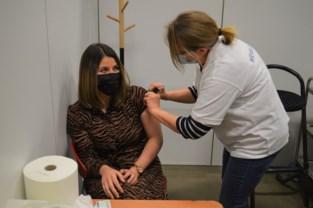 Ook in Wevelgem zijn eerste vaccinaties geprikt: Saida (23) krijgt primeur