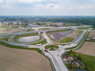 Nieuwe rotonde gegoten met minderwaardig beton, heraanleg zorgt voor pak verkeershinder
