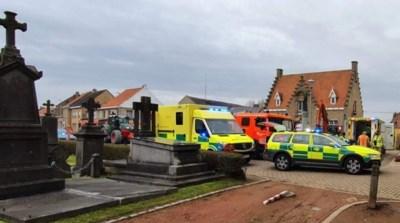 Twee arbeiders tot borstkas begraven nadat werfput instort: zware verwondingen met verschillende breuken