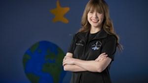 Kanker overwonnen als kind, nu gaat Hayley Arceneaux (29) als jongste Amerikaanse naar de ruimte