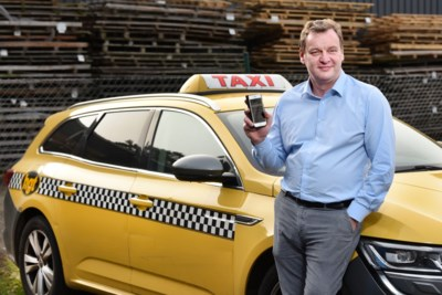 """Deze taxichauffeurs lanceren Vlaamse 'Uber': """"De klant én het bedrijf worden er beter van"""""""
