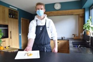 """Nog niet eens afgestudeerd maar Jochen (19) heeft wel al zijn eigen cateringbedrijfje: """"Mijn liefde voor koken begon met SOS Piet en Komen Eten op tv"""""""