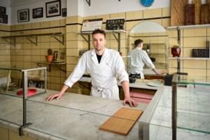 """Patisseriezaak in voormalige slagerij: """"Alsof de tijd 40 jaar bleef stilstaan"""""""