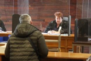 """Negentig 'bellers achter het stuur' voor de rechter: """"Met gsm kan tegenwoordig veel, maar niets is toegelaten als je aan het rijden bent"""""""