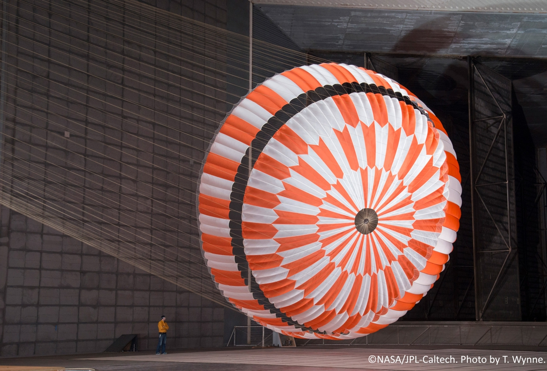 """Picanol weefde superparachute die Nasa-rover veilig deed landen: """"We zijn trots om vanuit onze kleine hoek in België bij te dragen aan zo'n belangrijke Marsmissie"""" - Het Nieuwsblad"""