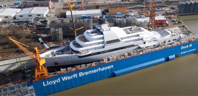 Nieuw luxejacht Roman Abramovich is bijna klaar: acht verdiepingen en zestig man personeel