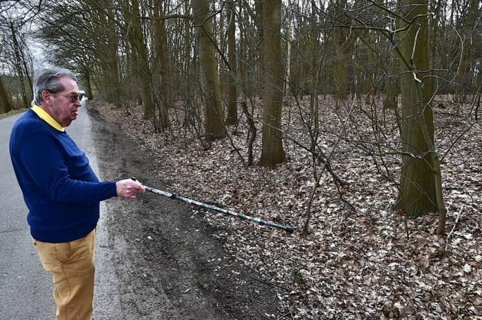 """Man met metaaldetector vindt obus op scherp in privébos, eigenaar is niet verrast: """"Hier zit zeker nog meer in de grond"""""""