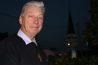 Hij zag zijn eigen kerk opgaan in vlammen en vergaf de brandstichter, nu is pastoor Antoon (93) overleden