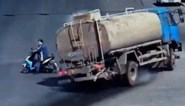 Truckchauffeur ontwijkt roekeloze man op scooter met manoeuvre, maar moet bijna vrezen voor eigen leven