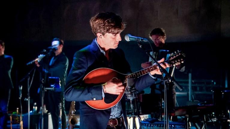 'Liefde voor muziek 2021' | Emma Bale en Geike Arnaert krijgen iedereen stil met covers van Tourist LeMC