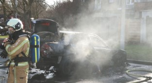 Geparkeerde wagen gaat in vlammen op