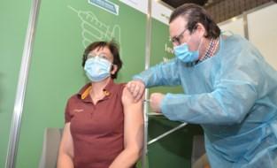 Vaccinatiecentrum De Qubus is officieel geopend, eerste prikken zijn voor de zorgverleners