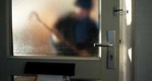Dieven slaan op de vlucht nadat bewoner ze betrapt