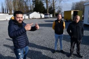 """Zigeunerfamilie Modeste verblijft al jaren op terrein naast A12: """"Wij vertrekken niet, al staan hier 100 politiemannen"""""""