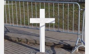 Niels verongelukt dag na 19de verjaardag: klasgenoten plaatsen kruisje op 'zijn' parkeerplaats