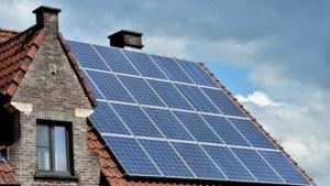 Meer dan 10.000 eigenaars van zonnepanelen stellen overheid in gebreke