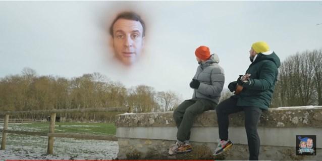 Macron verliest weddenschap van YouTubers en dus is hij de klos (maar tegenstanders kunnen er niet mee lachen)