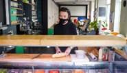 """Bekende broodjeszaak die 24/7 open was, na 32 jaar uitgesmeerd: """"Verplichte sluiting was te zwaar"""""""