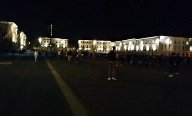 Duizend mensen op Sint-Pietersplein, tot de politie besluit dat het genoeg geweest is