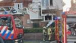 Bejaarde man komt om bij woningbrand, vrouw gered: brandversnellers aangetroffen