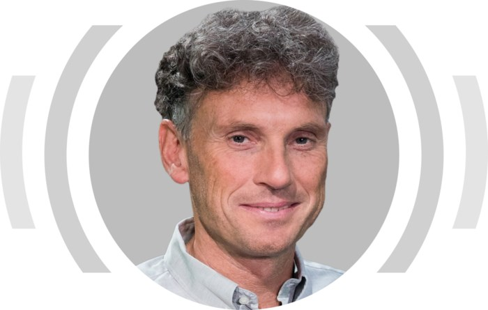 """""""Van den Brom zegt het anders, maar beseft dat hij als trainer van Genk in het palliatieve stadium is aanbeland"""""""