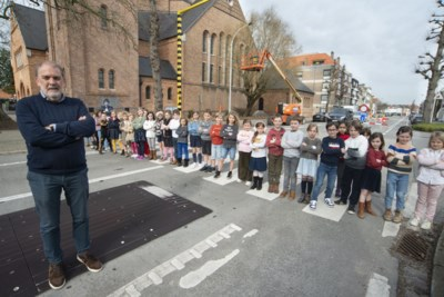 """Directeur Kris en leerlingen scharen zich achter 'hun' verkeersclown Fieto: """"Geef gemachtigde opzichters échte bevoegdheid"""""""