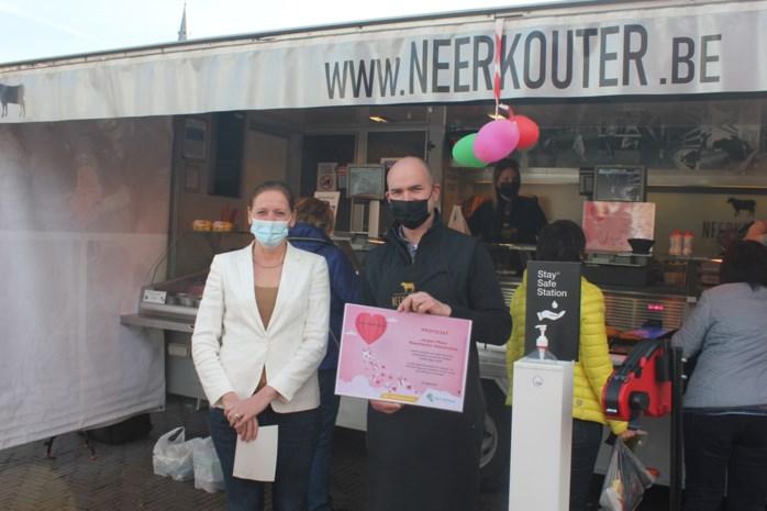 """Slager met zelfgekweekt vlees verkozen tot populairste marktkramer: """"Vriendelijke bediening, én kwaliteitsproducten"""""""