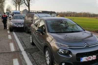 Zes voertuigen betrokken bij kop-staartbotsing: geen gewonden