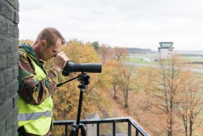 Belgisch leger houdt angstvallig massale vlucht van kraanvogels in de gaten