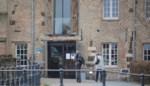 Driesterrenhotel is dicht, op één gast na: agenten houden de wacht bij agressieve coronapatiënt in quarantaine op hotelkamer